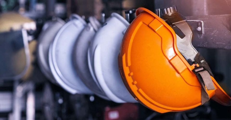 immagine di caschi di protezione per tutelare la salute e la sicurezza sul lavoro